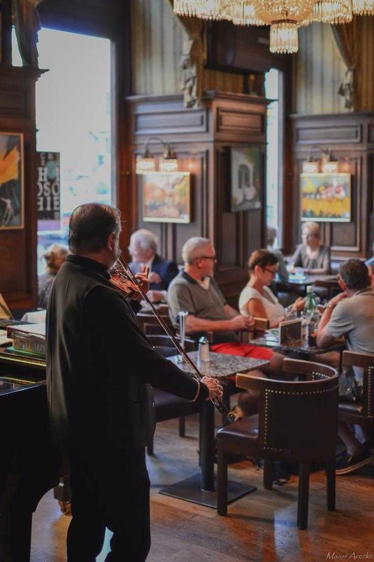 Café Schwarzenberg au son du Violon